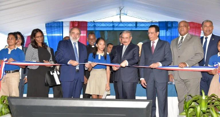Presidente Medina entrega dos nuevos centros educativos en Pedro Brand