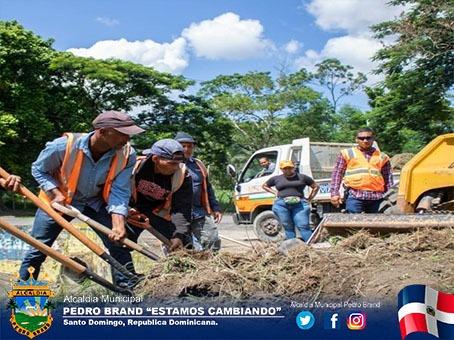 Mantenimiento de obras públicas en toda demarcación de santo domingo Oeste, autopista Duarte,